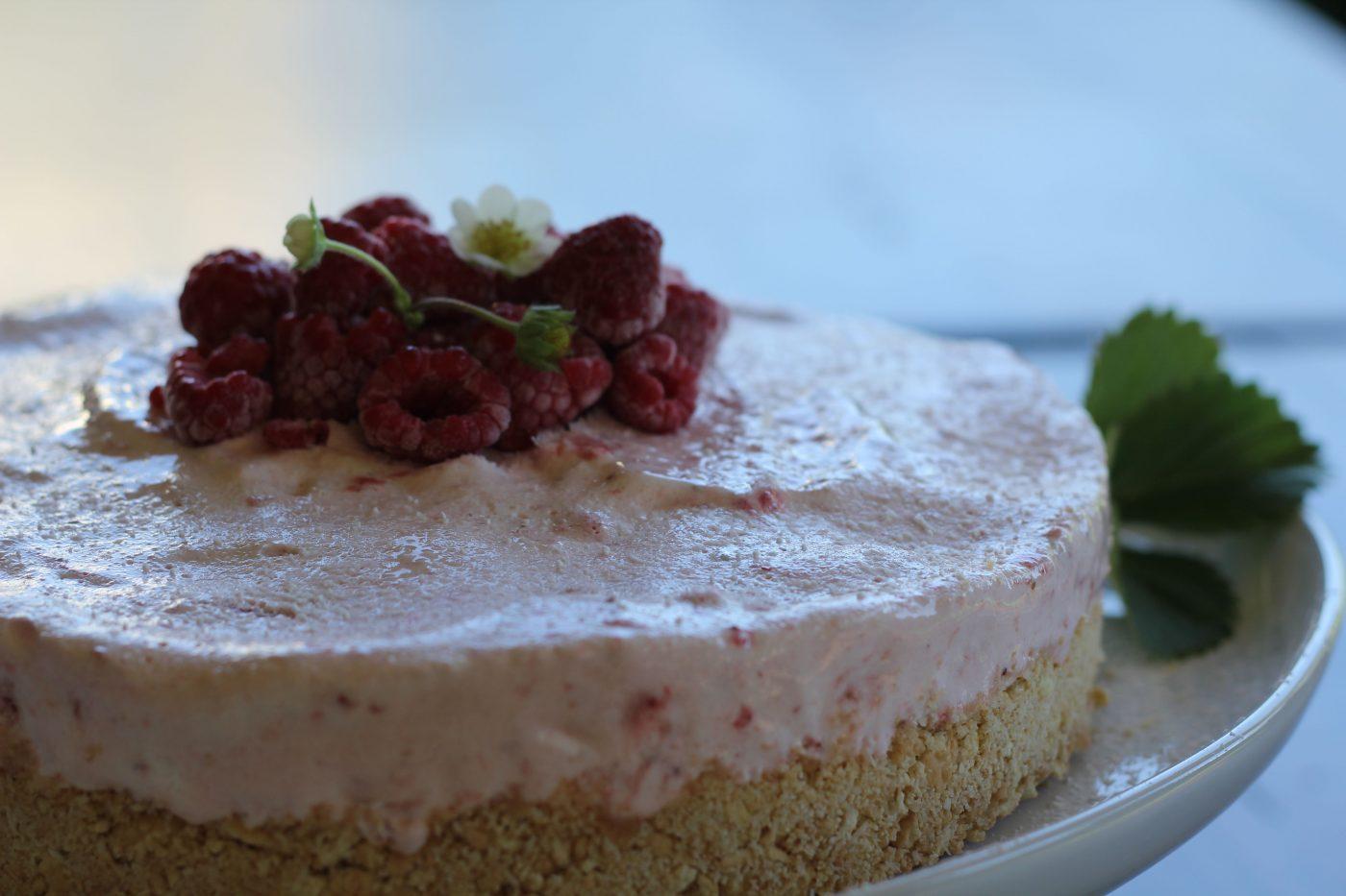 , Frozen berry Christmas cake