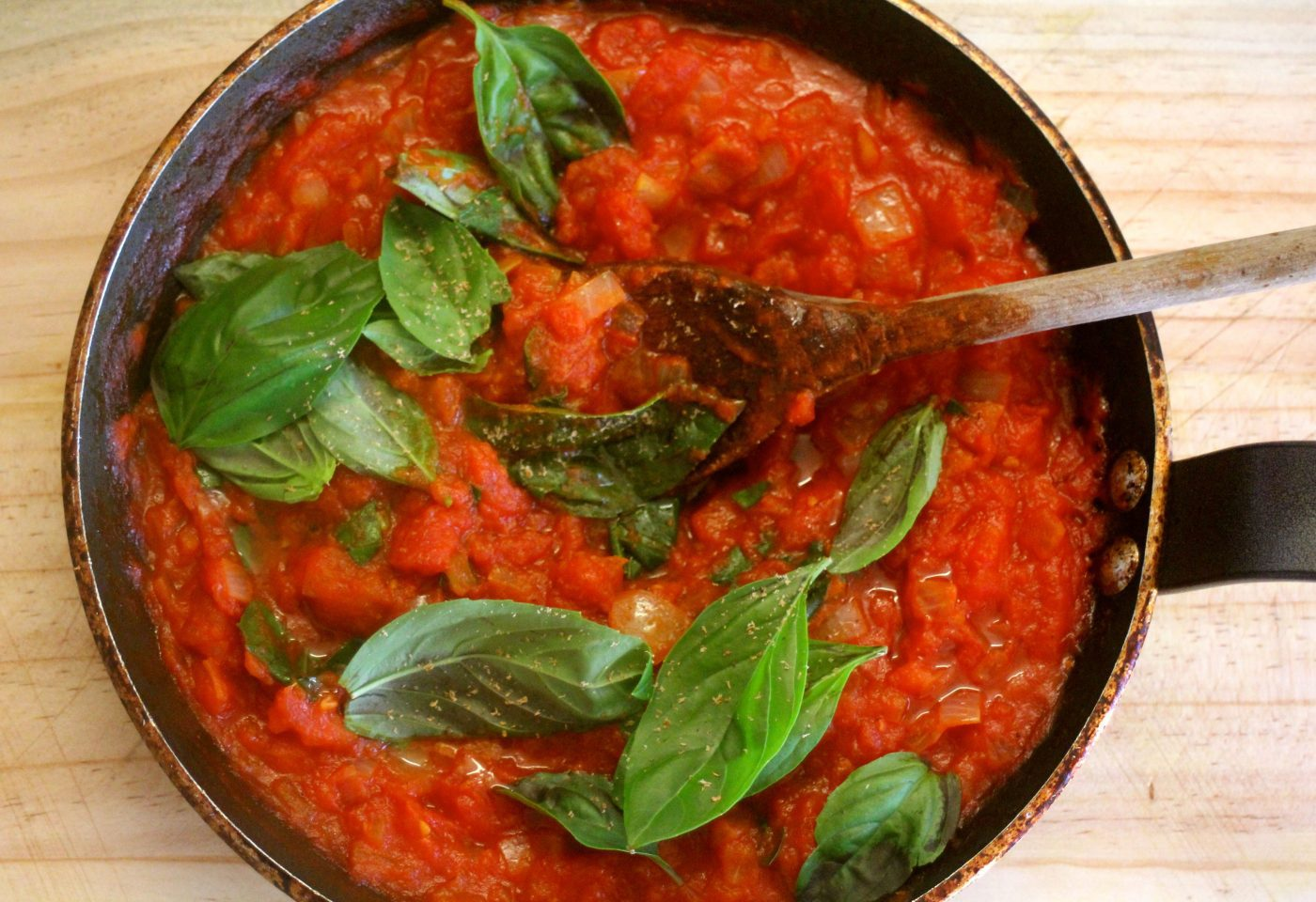 , Versatile tomato and basil sauce with just a touch of nutmeg