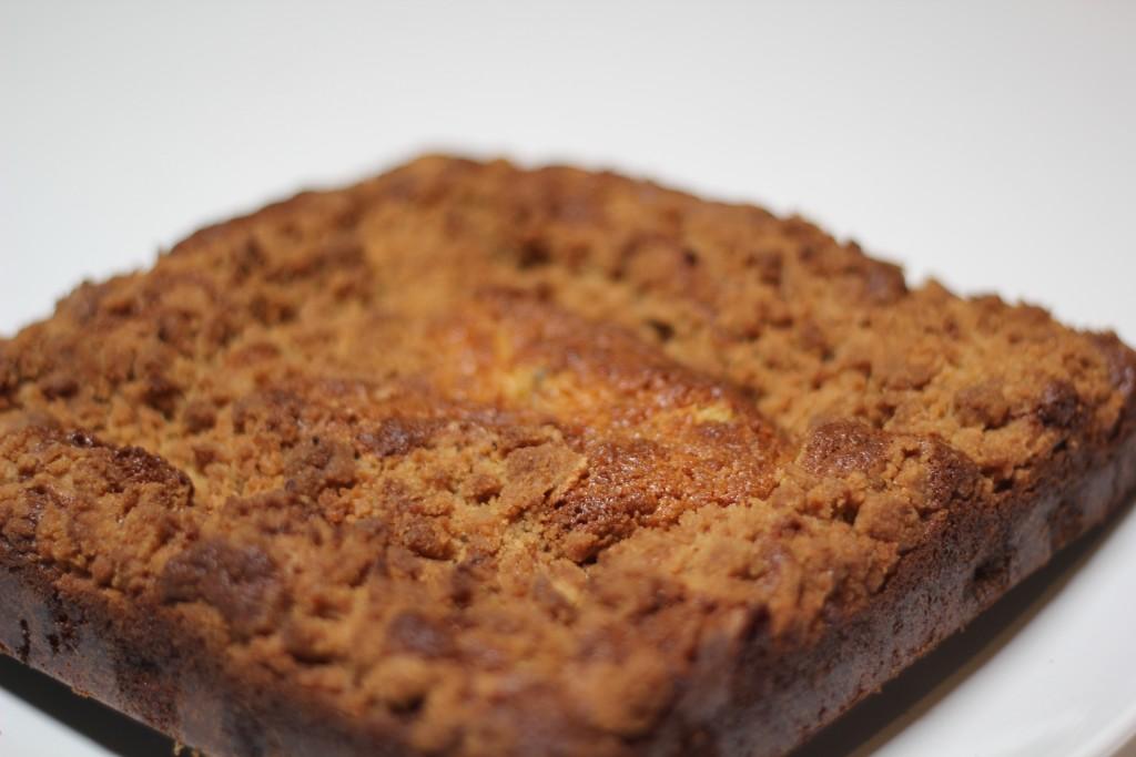 Sour cream berry crumble cake