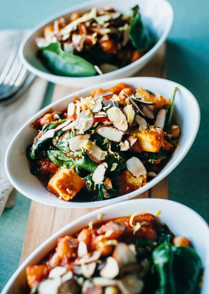 Spiced chickpeas with halloumi - an easy and quick dinner recipe for you