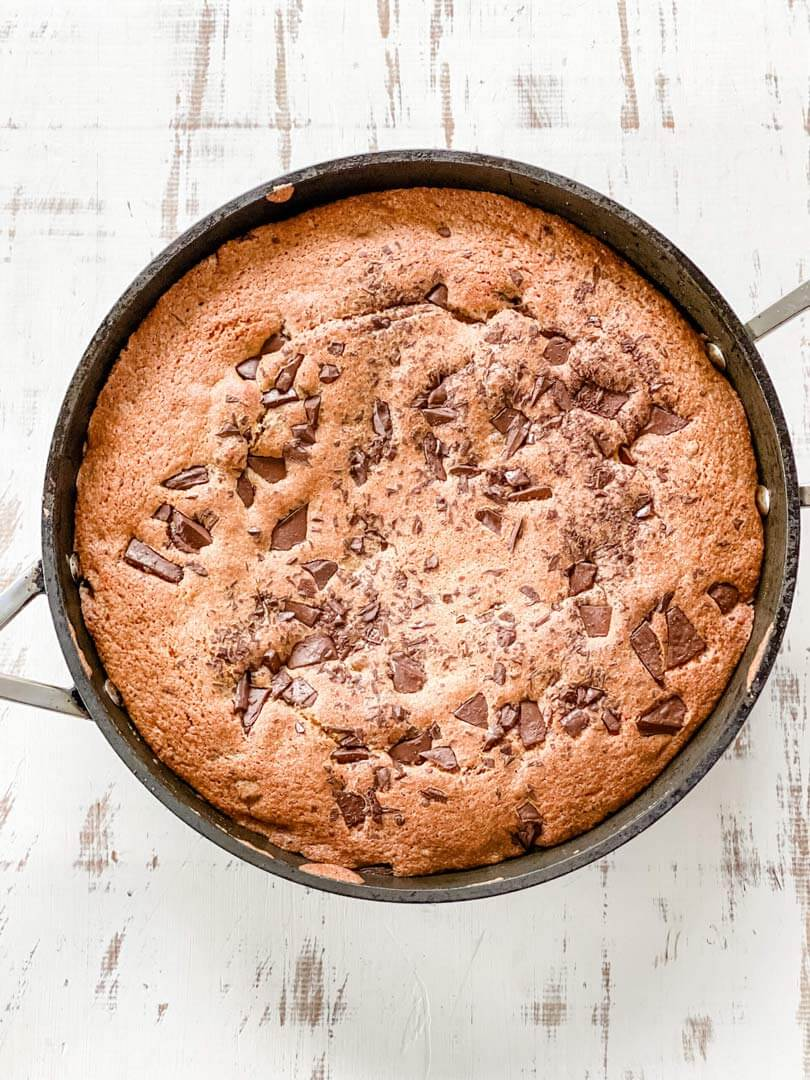 Giant chocolate cookie cake, Giant chocolate cookie cake
